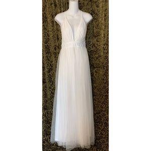 NWOT On the Runway WHITE Maxi Dress